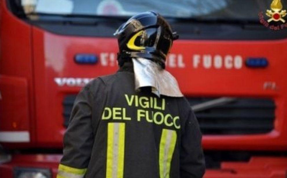 Doppio intervento dei Vigili del Fuoco del Comando provinciale di Imperia per un cassonetto a fuoco e un incidente stradale