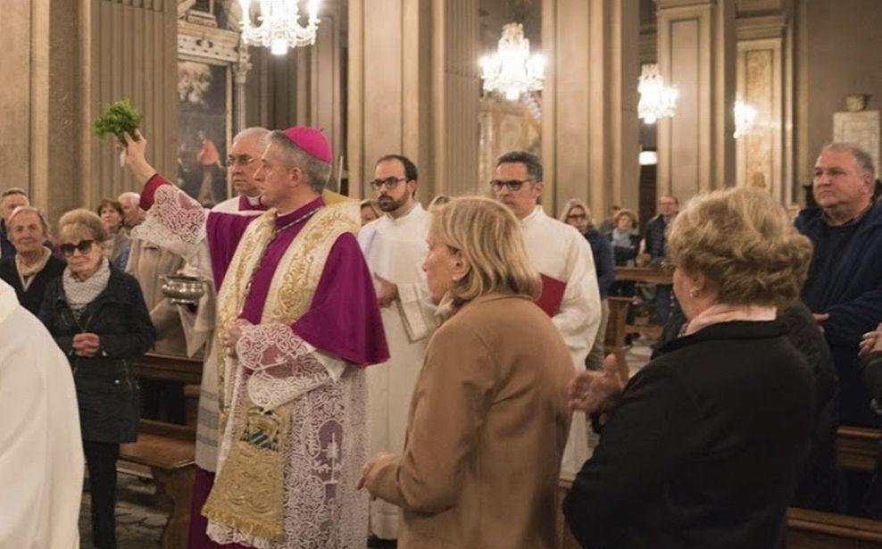 Il Vescovo di Tortona ha iniziato il tour di visite pastorali: in Duomo, al Cimitero e alla Canale./Le immagini