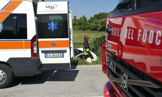 Doppio incidente stradale a Pontecurone con due Tir che si tamponano, muore un camionista di 52 anni e tre persone rimangono ferite