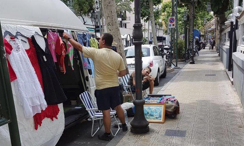 """Il commercio """"Fai da te"""" (abusivo?) a Sanremo: arrivi, parcheggi, esponi, vendi e te ne vai. Tutto in regola?"""