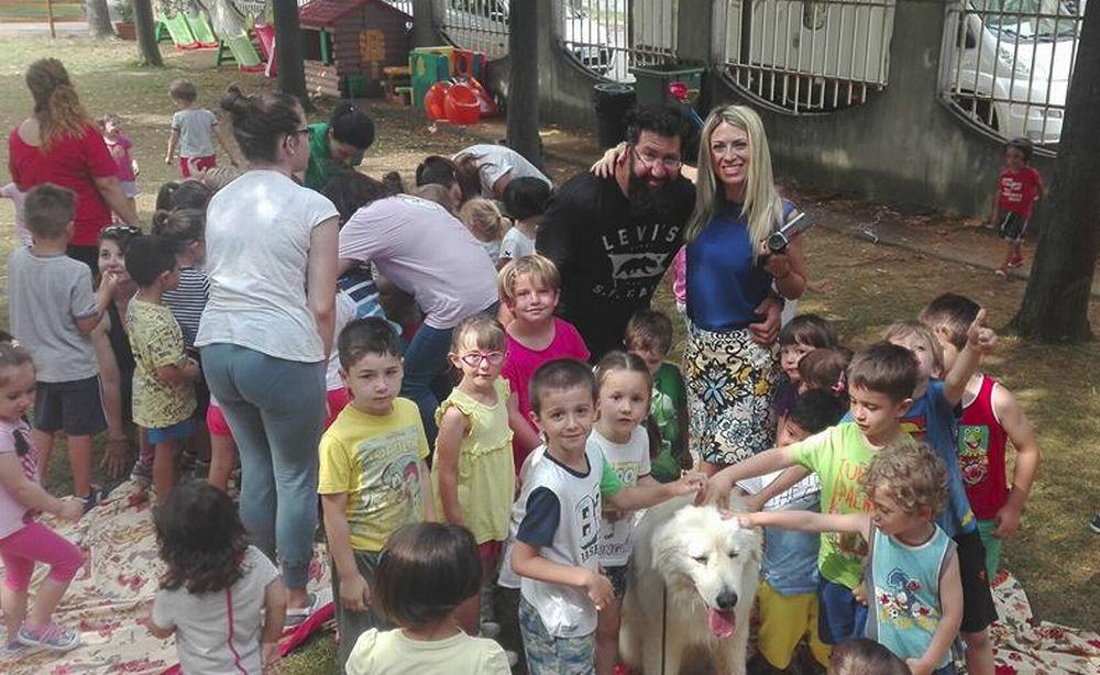 Seconda lezione di educazione cinofila al Sacro Cuore di Tortona A lezione con i cani, nel giardino dell'asilo