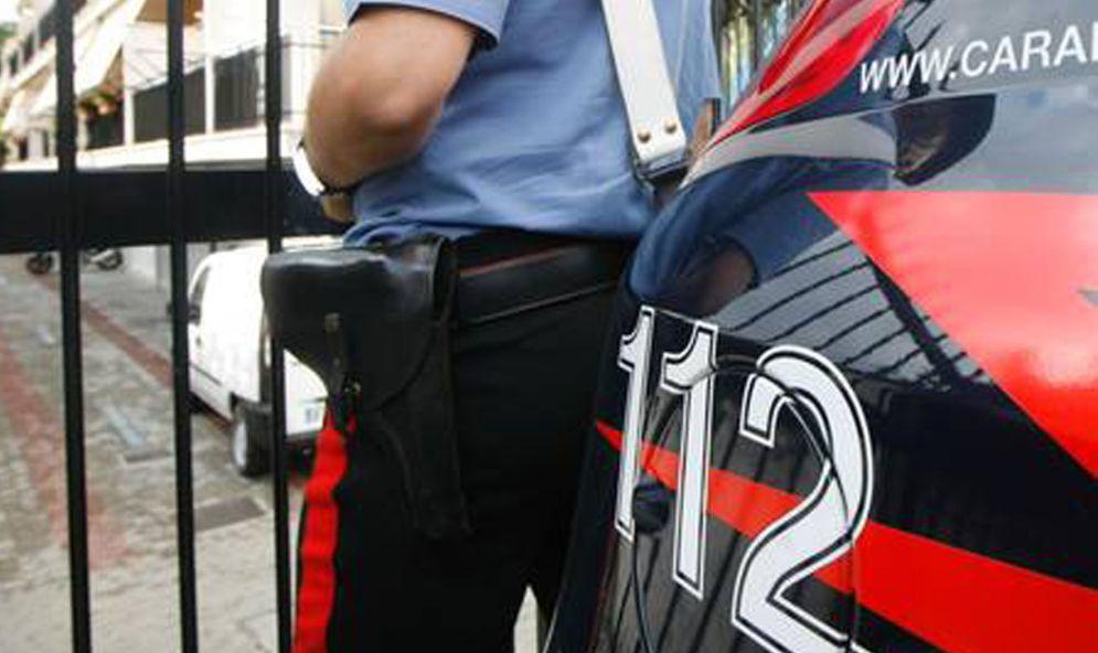 Invece che pagare una multa di poche decine di euro aggredisce i carabinieri e viene arrestato. Giovane di Serravalle nei guai