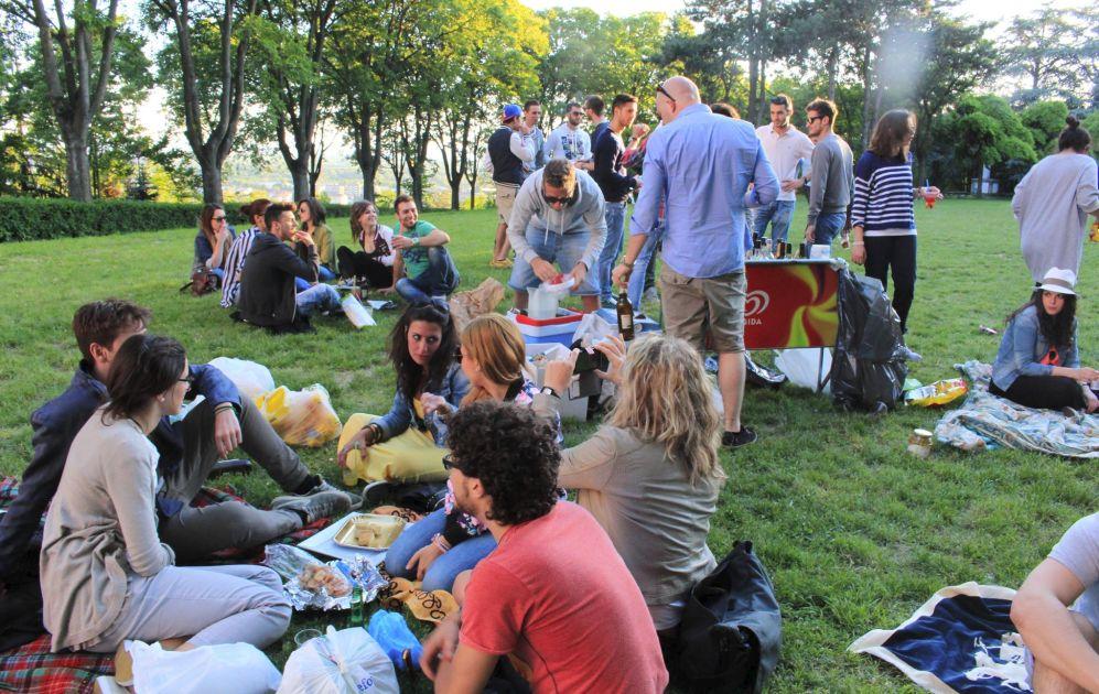 Domenica a Tortona sul parco del castello c'è Apeenpleinair l'aperitivo all'aria aperta