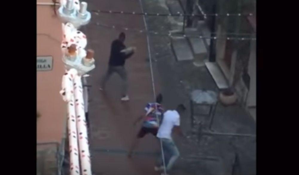 """Il giallo della """"Kasba"""" di Sanremo: un filmato con stranieri che lanciano sassi e gridano in arabo misteriosamente rimosso dalla rete. Da chi?"""