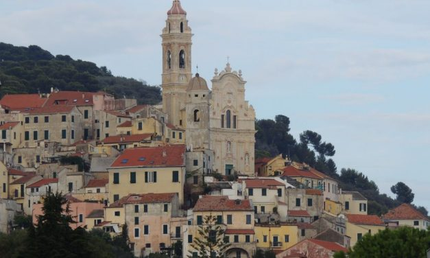 Turisti a Cervo: diminuiscono gli italiani, aumentano gli stranieri. Il saldo è positivo (+27,3%)