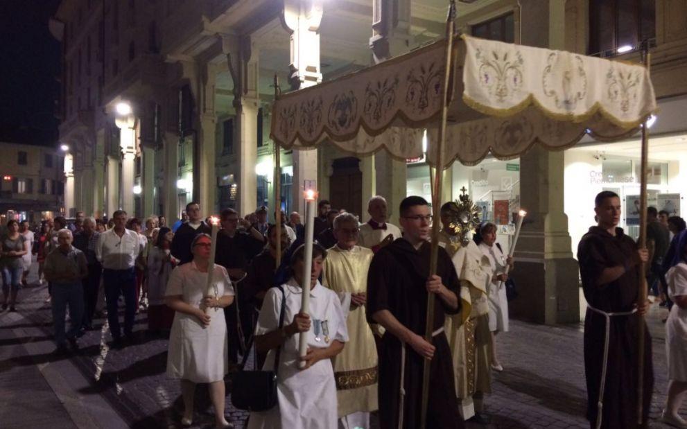 I tortonesi in processione per il Corpus Domini
