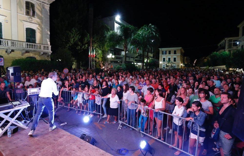 """Dopo """"Turista Protagonista"""" Gianni Rossi ha ideato """"Tutti cantano Sanremo"""" tour che parte stasera da San Bartolomeo./Le date"""