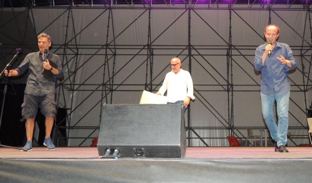 Ale&Franz coinvolgono i tortonesi nel loro spettacolo. E stasera Massimo Ranieri chiude Arena Derthona