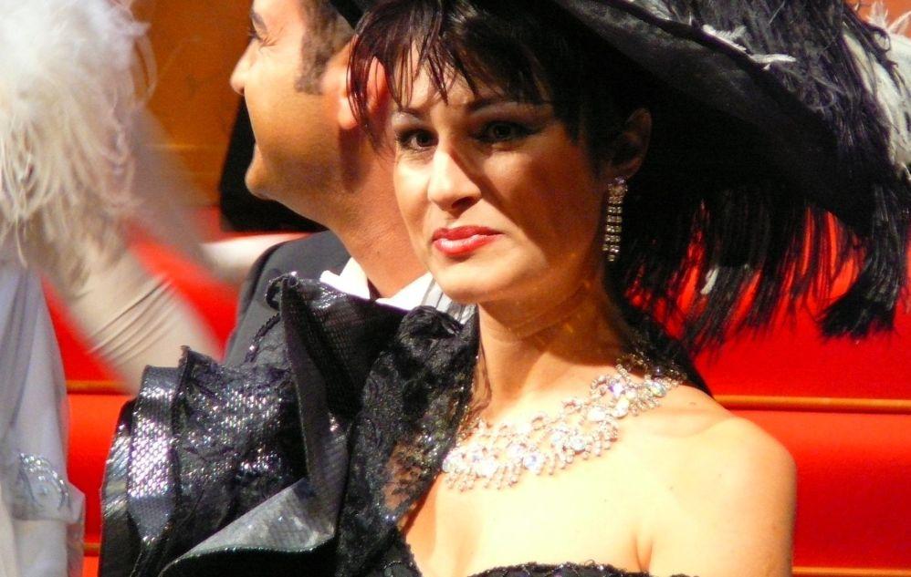 Sabato a Diano Marina arriva l'operetta con la soubrette Elena D'Angelo. Appuntamento da non perdere