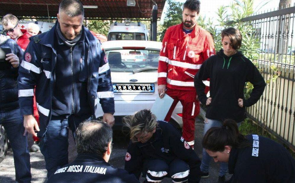 Diano Marina, 60enne rischia di annegare, salvato dal bagnino e dalla Croce Rossa, è grave in ospedale