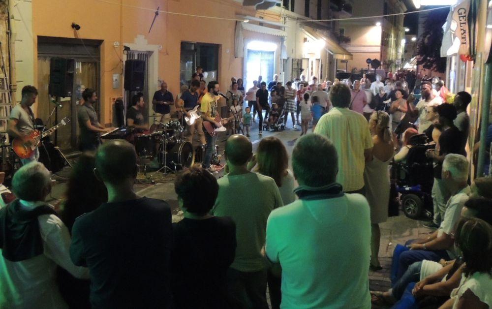"""A Diano Marina torna """"Martedì in musica"""" con tre complessi lungo le vie del centro"""