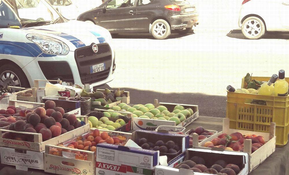 Italiano di 59 anni denunciato a Diano Marina perché vendeva frutta in barba alle norme igieniche