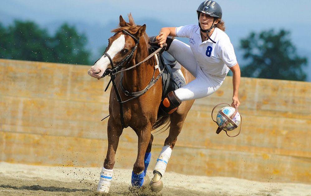 Personaggi Alessandrini: Roberto Fribus e l'Horse-Ball