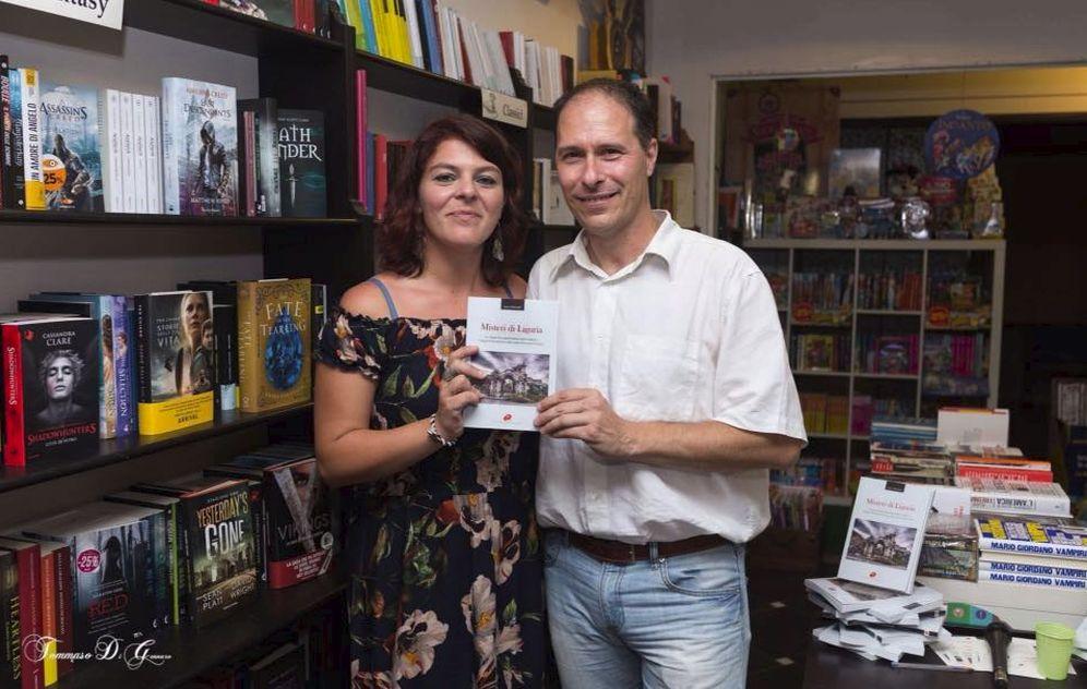 """A Diano Marina Luca Valentini e Mara Cacace hanno presentato il libro """"Misteri di Liguria"""" alla libreria Mondadori"""