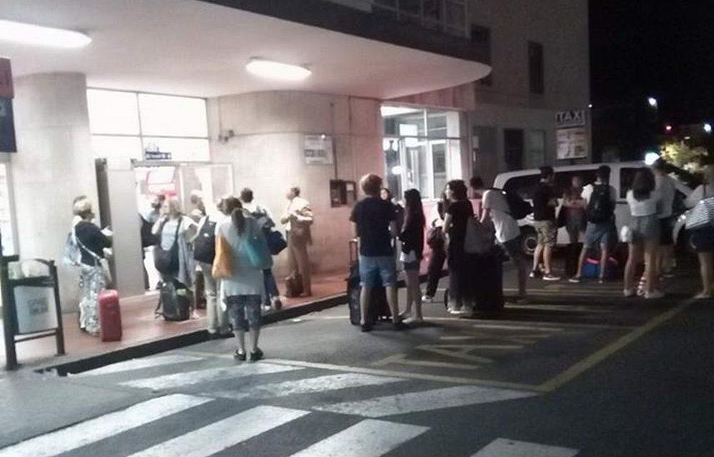 Odissea notturna di 40 viaggiatori dianesi e della provincia di Imperia lasciati a piedi alla stazione di Albenga. Parla una di loro