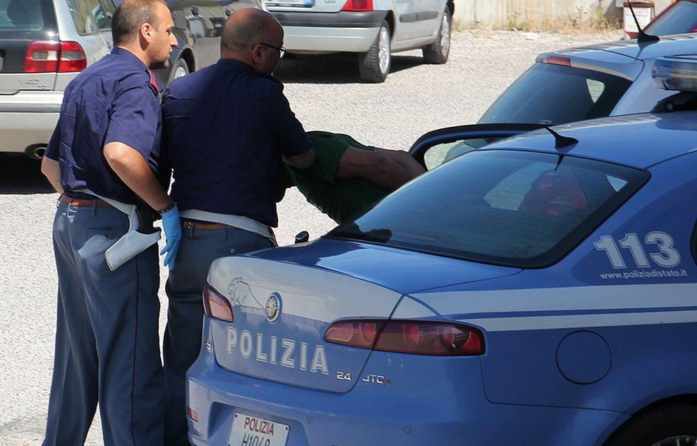 """Tenta di rubare al """"Libraccio"""" di Alessandria, arrestato dalla Polizia"""