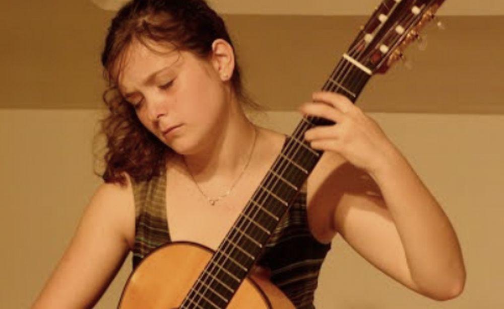 La chitarrista Francesca Riva in concerto per beneficenza venerdì a San Bartolomeo al mare