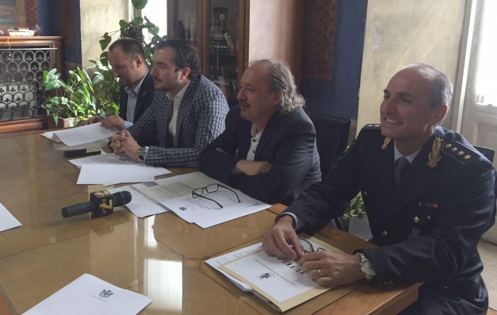 Ad Alessandria è cambiato il sindaco e con lui arriva l'ordinanza che vieta l'elemosina