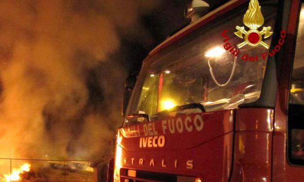 A fuoco un deposito di camion a Pozzolo Formigaro, forte l'ipotesi dolosa