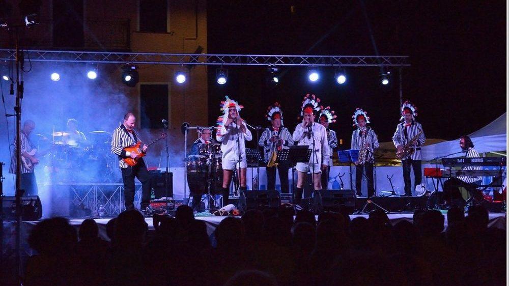 Mercoledì a Diano San Pietro un concerto dei Belli Fulminati nel bosco