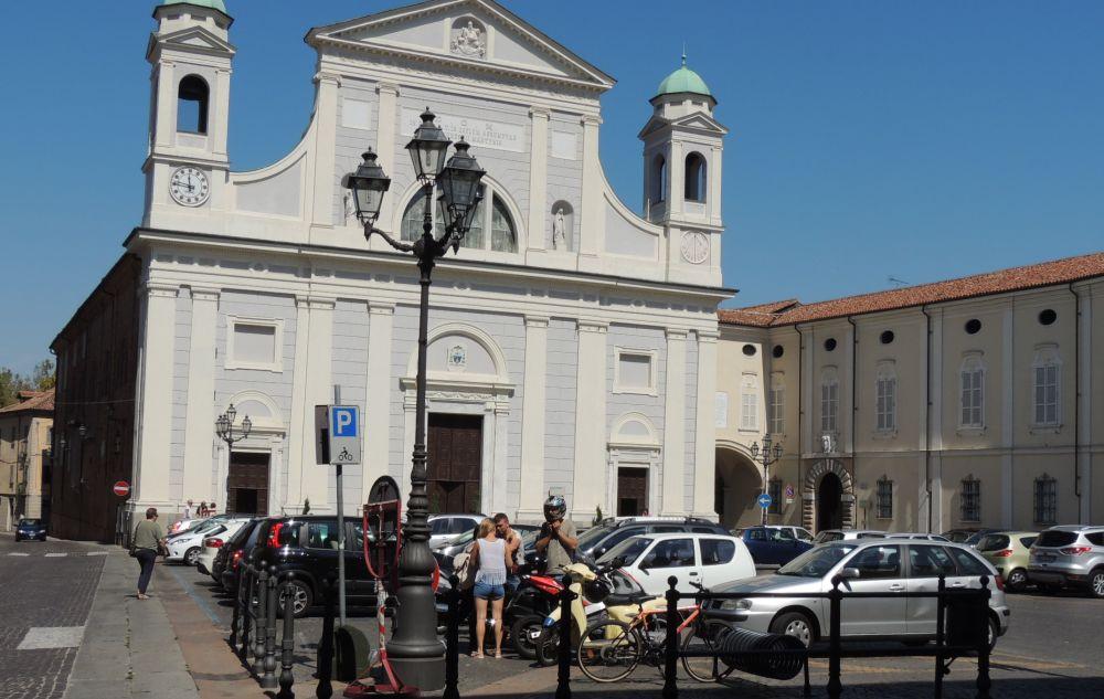 Le immagini del Ferragosto a Tortona: la crisi si fa sentire, la città non si è svuotata completamente, anzi