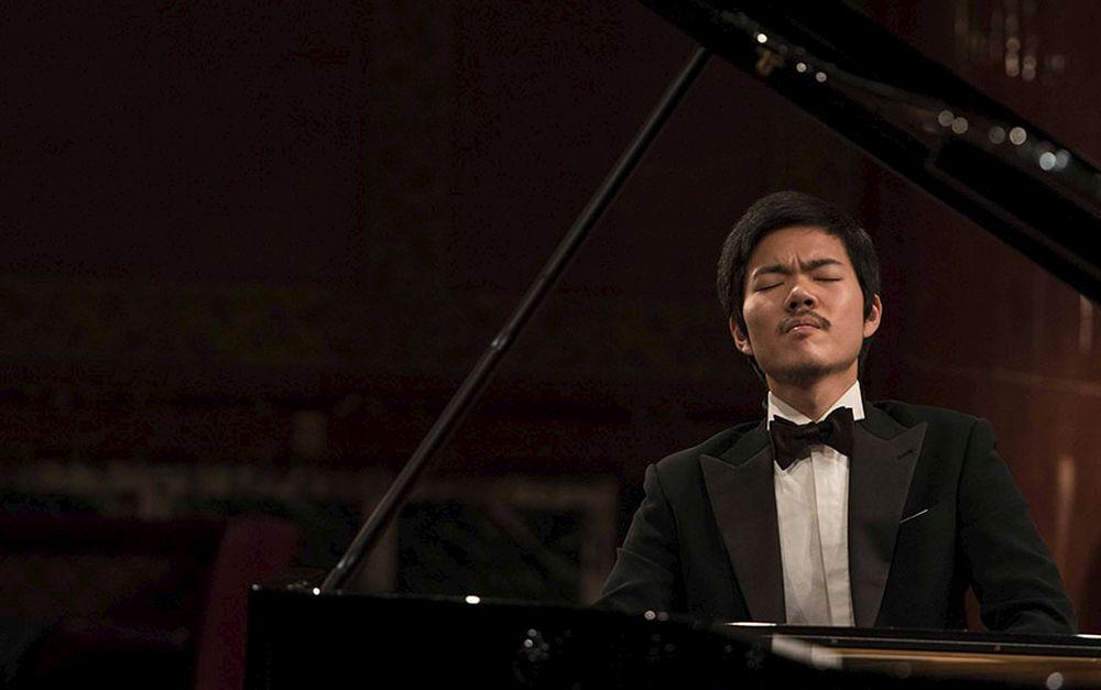 Mercoledì sul sagrato dei Corallini a Cervo si esibisce il pianista di fama internazionale   Honggi Kim