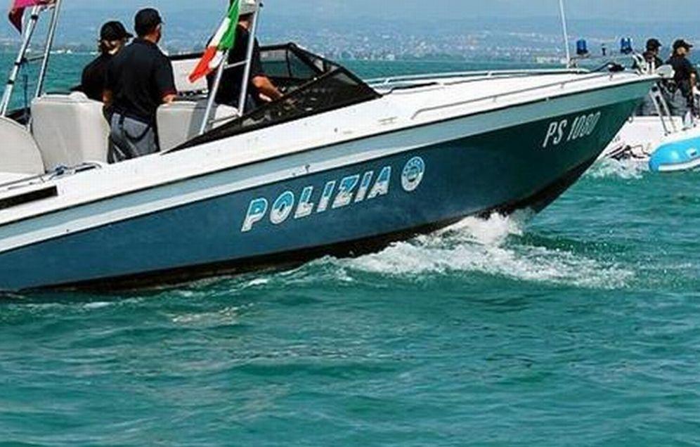 Al largo di Imperia i ricchi degli yacht gettano in mare rifiuti di ogni genere, recuperati dalla Polizia