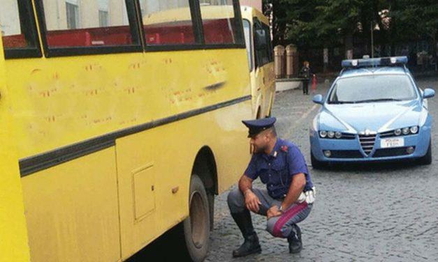 Scuolabus scassato e con problemi di sterzo trasportava i bambini in gita, fermato dalla Polstrada di Ovada