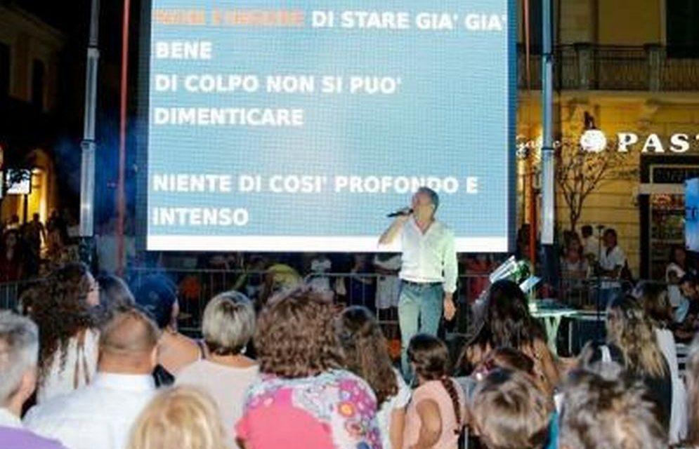 Stasera venite tutti a  cantare le canzoni del festival di Sanremo con lo spettacolo di Gianni Rossi in programma a Diano Marina