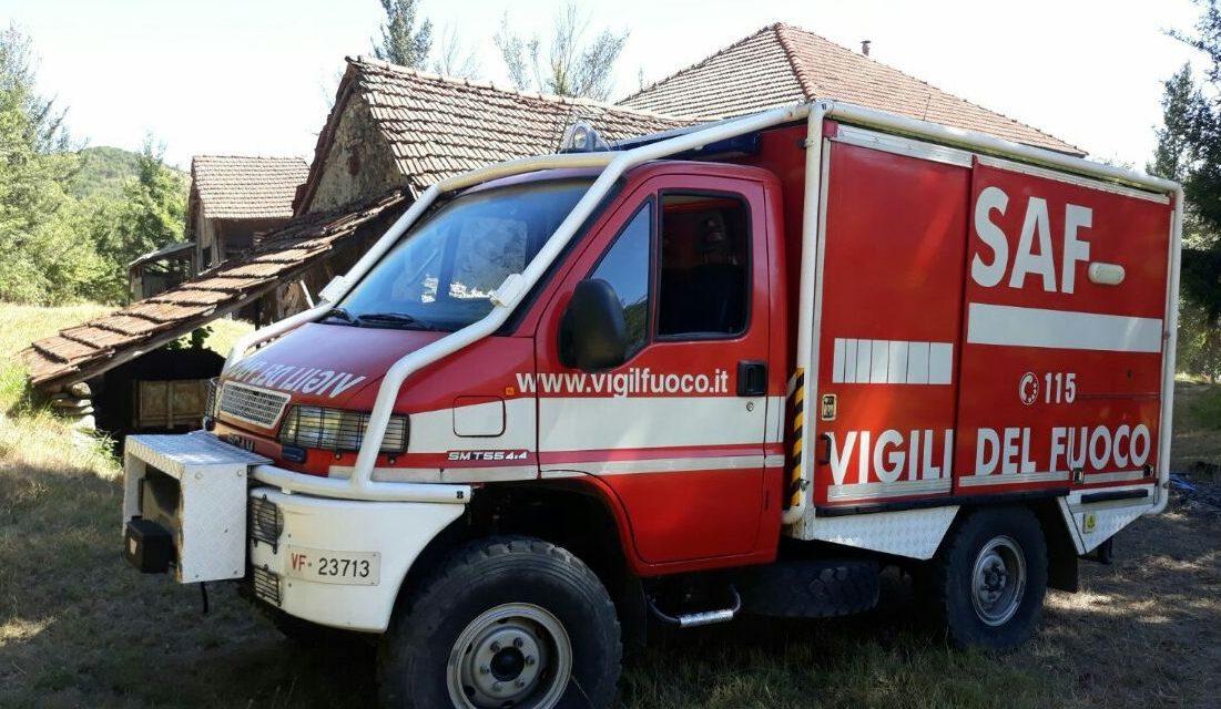 I Vigili del fuoco di Novi Ligure salvano un uomo sbalzato dal trattore a Voltaggio