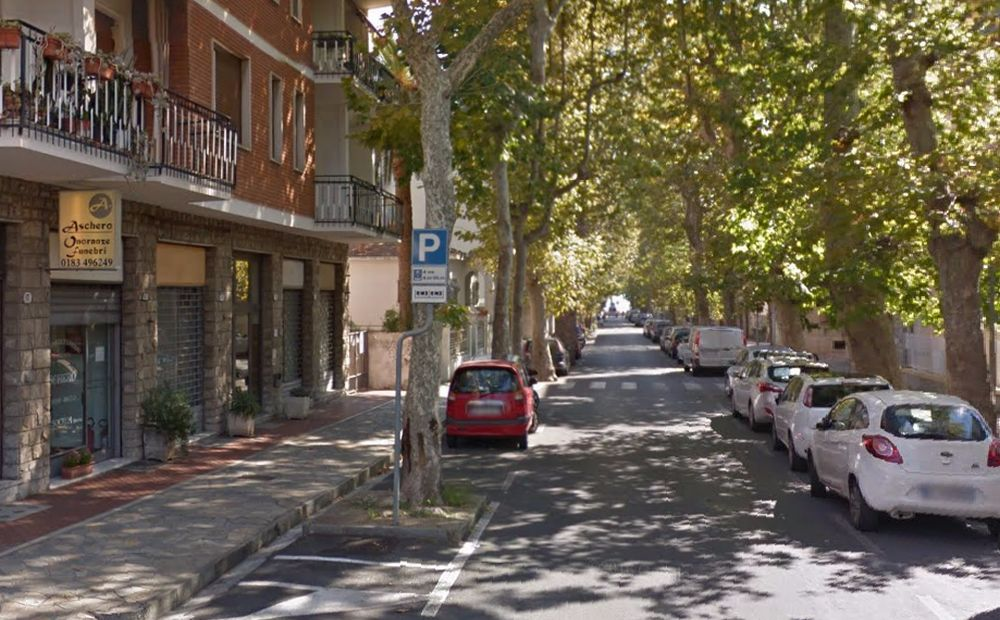 Si potano gli alberi di Viale Matteotti a Diano marina, stop alla sosta per una settimana