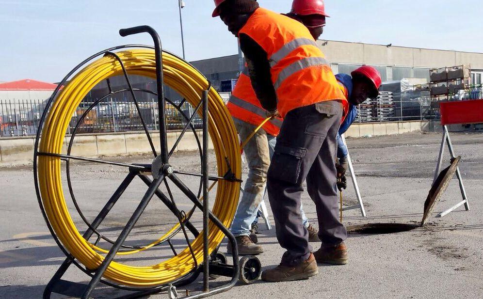 A Diano Marina arriva anche la fibra ottica Fastweb, scattano i divieti al traffico