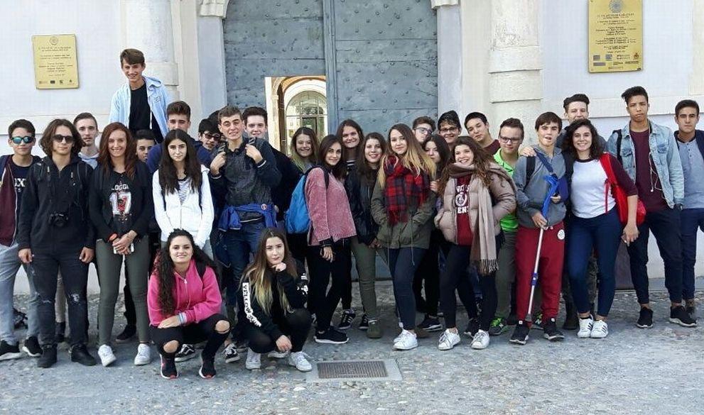 """Gli studenti del """"Marconi"""" di Tortona al museo della seta di Caraglio"""