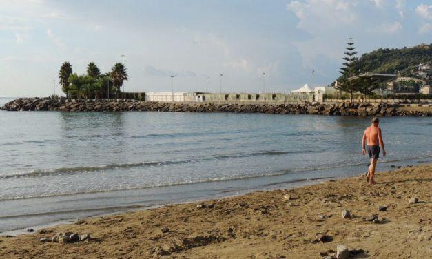 Costa 30 mila euro all'anno al Comune di Diano Marina garantire la spiaggia libera davanti all'hotel Paradiso