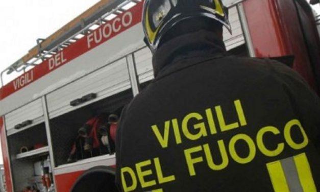 Fuoco in una casa a Castelnuovo Scrivia, intervengono i pompieri