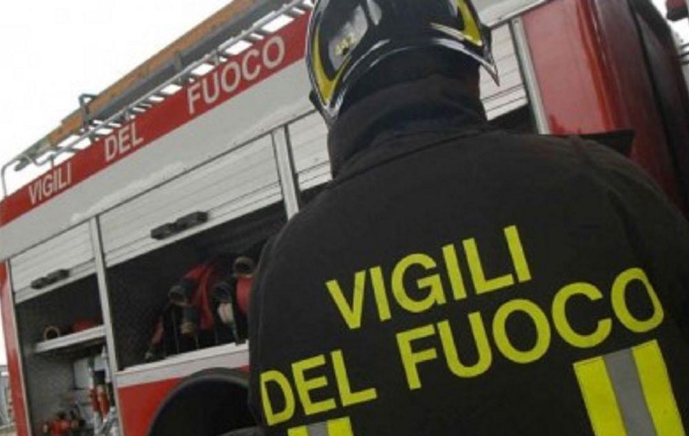 I Vigili del fuoco di Tortona salvano una pensionata caduta in casa che non riusciva a rialzarsi
