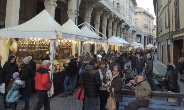 Tanta gente a Tortona per le bancarelle di Cioccolato./Le immagini