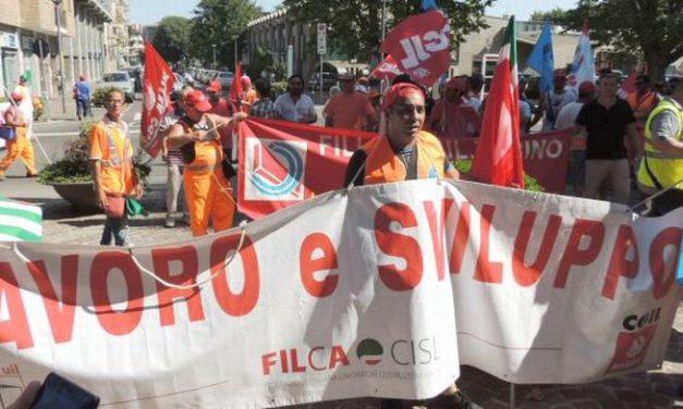 Il Sindaco di Tortona in prima linea coi lavoratori del Gruppo Gavio che hanno bloccato il casello dell' A/7 in difesa dei posti di lavoro