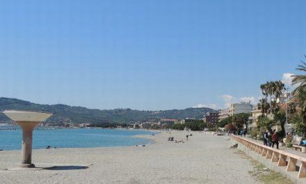 Lavori alla spiaggia per animali a San Bartolomeo al mare