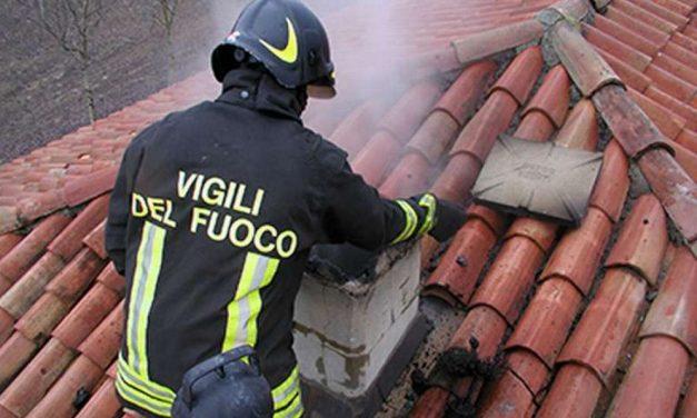Fiamme in un tetto a Volpedo, tempestivo l'intervento dei pompieri