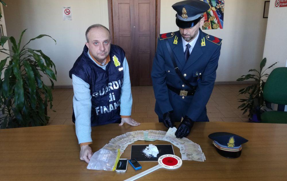 La Finanza infligge un colpo secco allo spaccio di droga a Novi Ligure con arresti e denunce