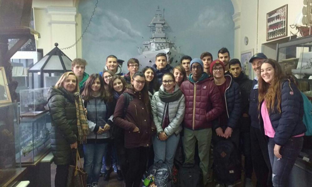 Una classe del Marconi in visita al Museo del mare di Tortona