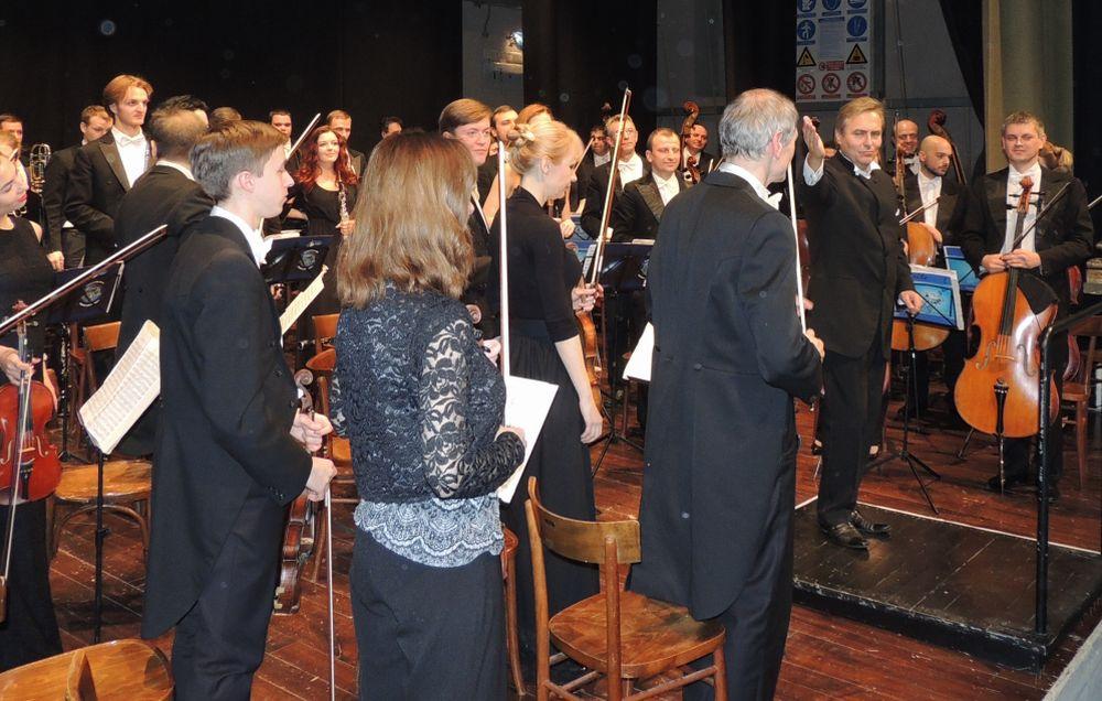 Teatro Civico di Tortona pieno per il concerto natalizio dell'orchestra Ucraina e Ridotto gremito per gli auguri degli Amici della Musica