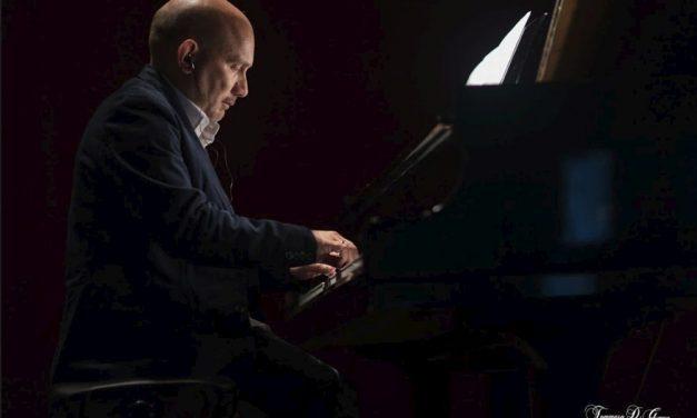 Il concerto del dianese Diego Genta nelle immagini suggestive di Tommaso Di Gennaro