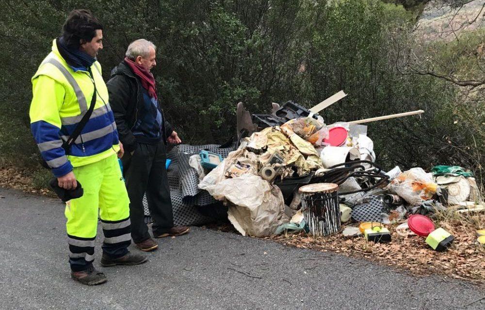 Alla frazione Chiappa di San Bartolomeo i Vigili Urbani scoprono una discarica abusiva di rifiuti, subito rimossi