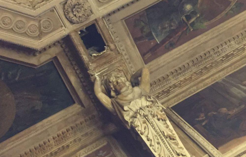 Cadono calcinacci dalla Sala Giunta del Municipio di Alessandria