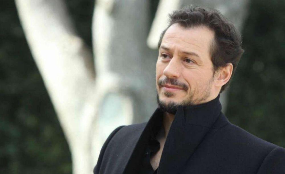 """Stefano Accorsi a Tortona per diversi giorni e per la """"Prima Nazionale"""" al Teatro Civico in programma domenica"""