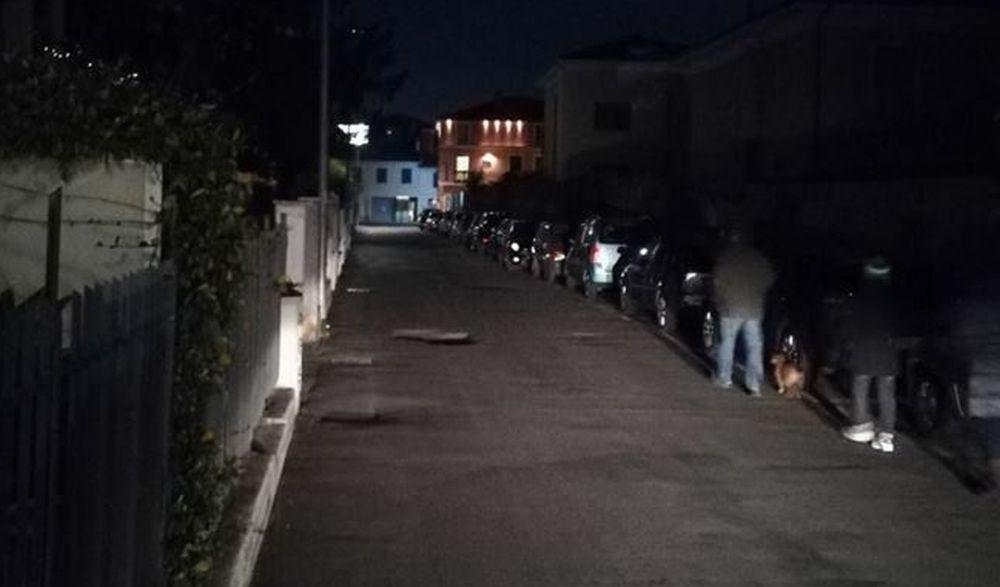 Oggi pomeriggio si risolvono i problemi di illuminazione in via Capocaccia a Diano Marina, al buio da giorni