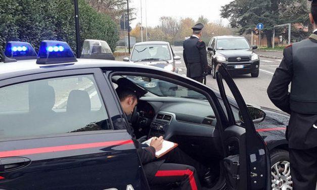A Carbonara Scrivia giovane ubriaco esce fuori strada, i carabinieri lo denunciano e gli sequestrano l'auto