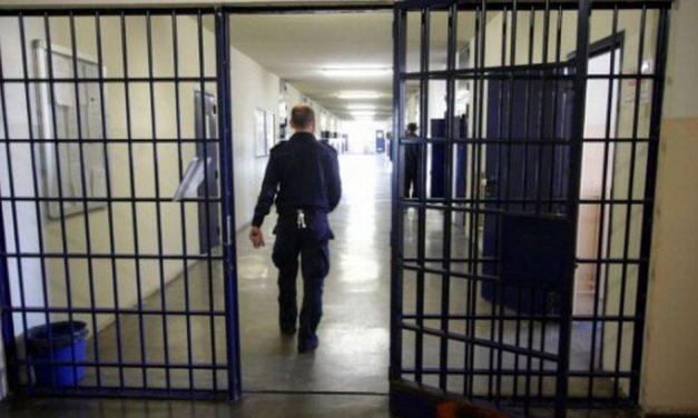 Violenta aggressione nel Carcere, feriti a sgabellate due poliziotti penitenziari. Succede ad Asti ma è un fatto gravissimo